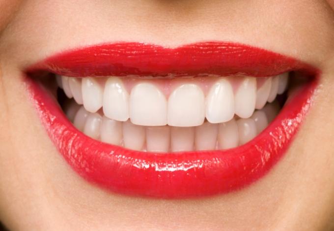 kiat-memutihkan-gigi-secara-alami